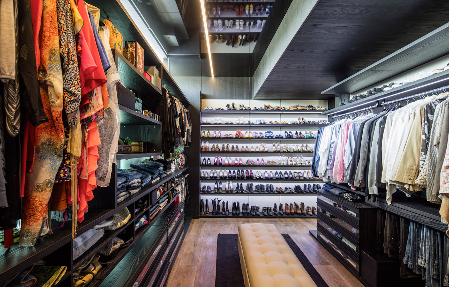 A Most Extraordinary Home - Walkin Wardrobe