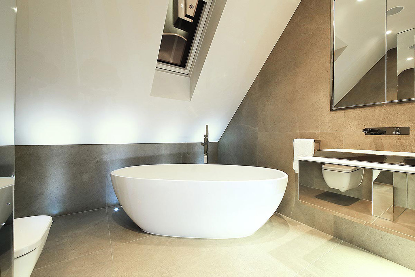 Radlett Hertfordshire - Bathroom : at night