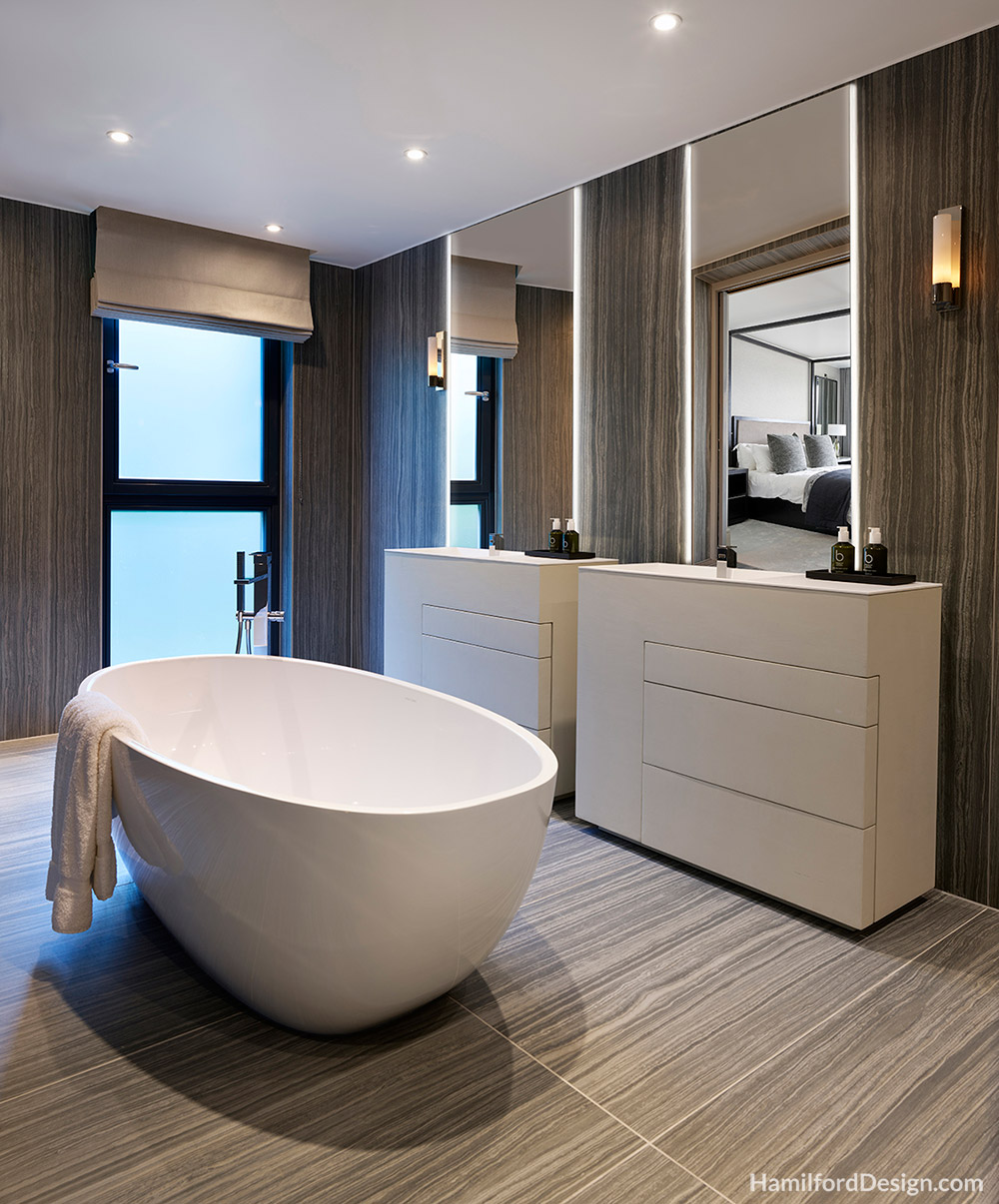 Bathroom - Master Sn-suite with a Free Standing Bath