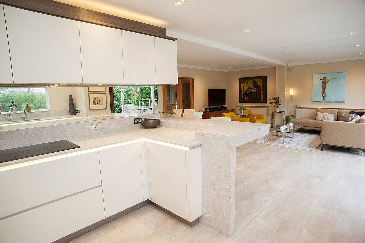 White lacquered Hacker kitchen, with dark pine accents, breakfast bar and Siemens appliances
